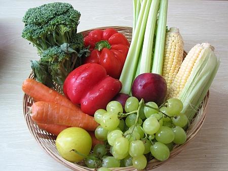 Frutas, vegetais e legumes devem ser a base de uma alimentação com saúde. (foto: Gilabrand/CC)