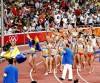 Mulheres dão a volta olímpica após heptatlo. (bryangeek/flickr)