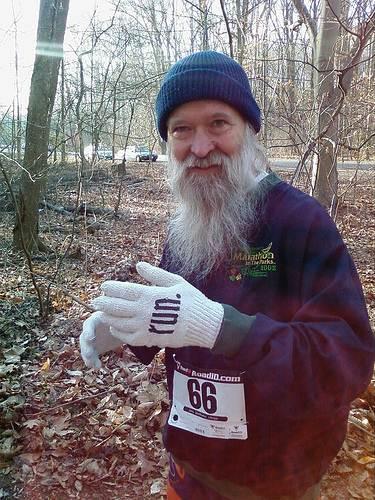 """Luvas com instrução """"run"""" (correr em inglês) para corredores. (foto: zhurnaly/flickr)"""