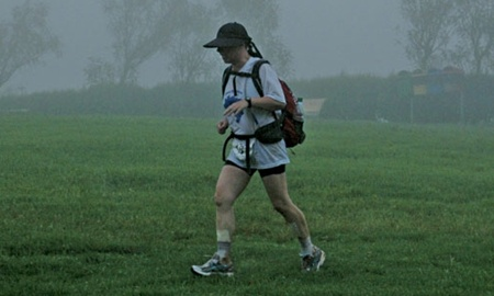 Chuva durante a Ultramaratona Brazil 135. Monica completou a prova em 67 horas. ( Wouter Kingma/Divulgação )