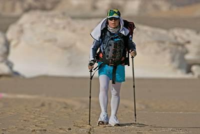 Monica Otero e os 250 Km no Deserto do Saara. (Wouter Kingma/divulgação)