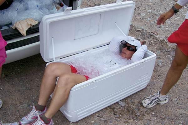 Cuidado com a temperatura do corpo. Bastante gelo durante a prova. ( Wouter Kingma/Divulgação)