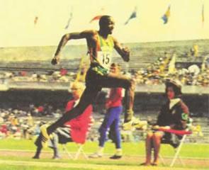 Nelson Prudêncio durante salto. (CBAt)