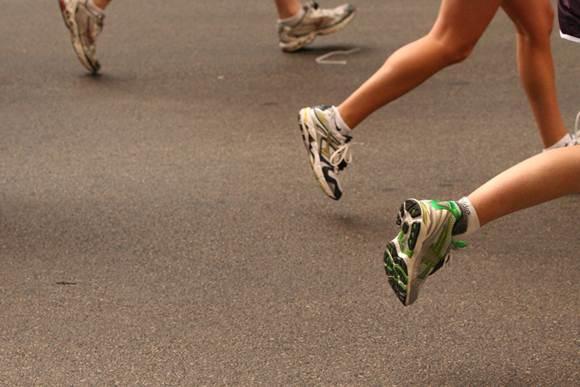 Panturrilhas fortes melhoram sua corrida. (jordanfischer/flickr)